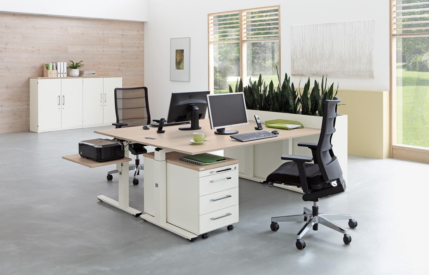 ADUKA Schul- und Mehrzweckmöbel AG: Büromöbel